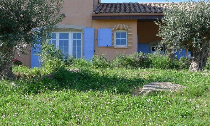 Campagne,beau gîte,piscine du village,poneys,proche de la cité., holiday rental in Cavanac