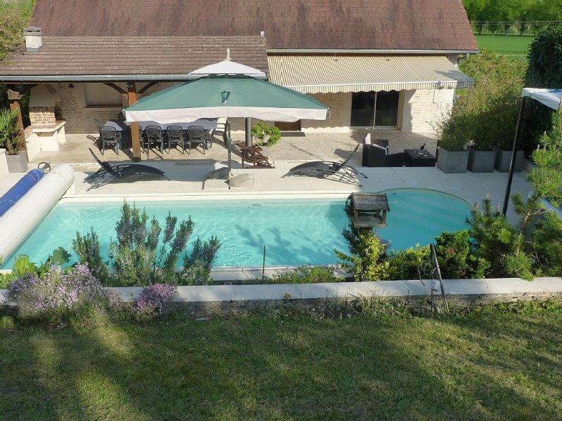 Gîte de 2 à 10 personnes avec piscine chauffée, casa vacanza a Orges