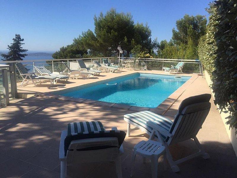 Grande villa standing avec jardin et piscine, merveilleuse vue sur les îles d'Or, location de vacances à Hyères