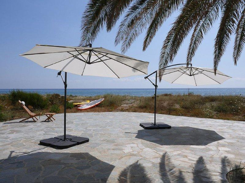 Promotion 1-15 juin Villa luxe de bord de mer avec piscine spa chauffée, holiday rental in Taglio-Isolaccio