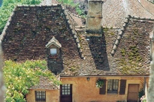 Maison authentique dans le nord du Lot, vallée de la Dordogne au pied du chateau, location de vacances à Autoire