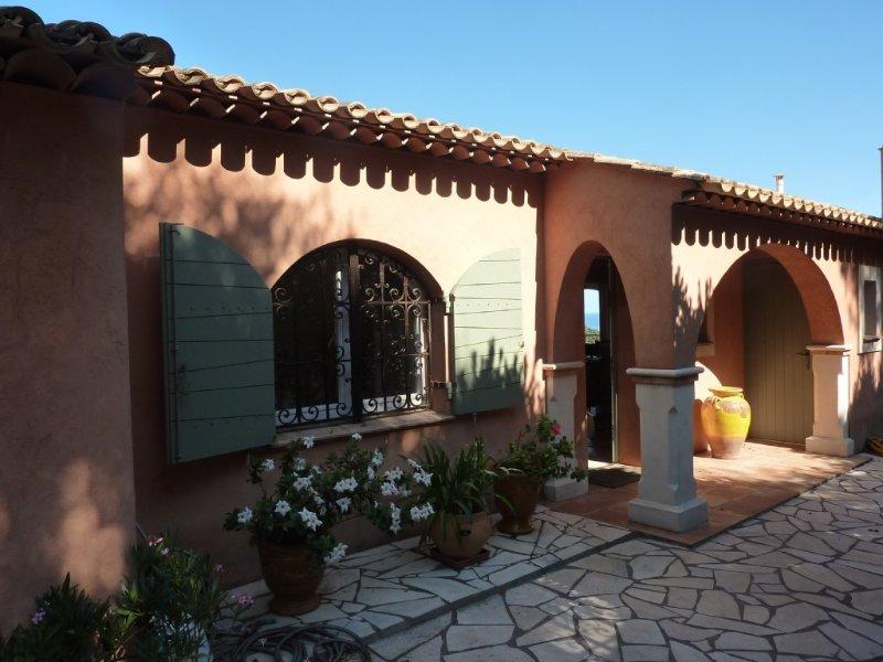 Villa avec belle vue mer et piscine, casa vacanza a Rayol-Canadel-sur-Mer