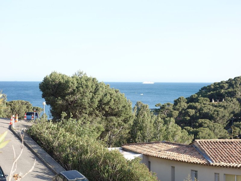 Appartement 4* , terrasse vue mer, proche plage, calme 6-8 p, standing, vacation rental in Chateauneuf-les-Martigues