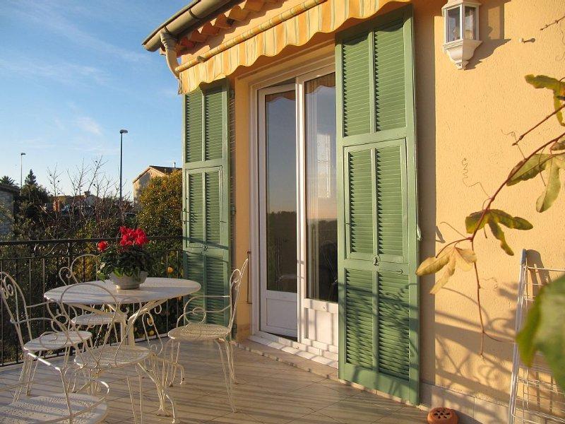 Villa 3 p seaview quiet& close to the sea garden pool terrace spring 600 €/week, alquiler de vacaciones en Cagnes-sur-Mer