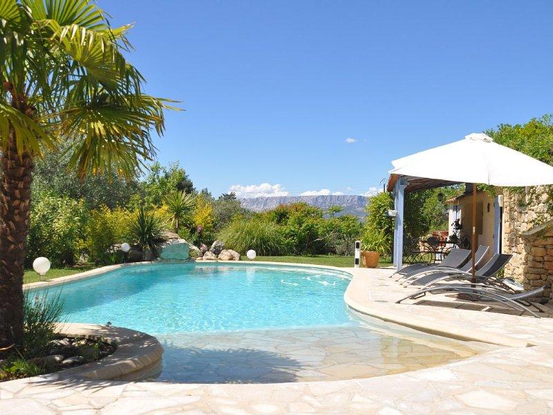 Magnifique propriété Provence Pleine vue sur Ste Victoire, location de vacances à Pourrieres