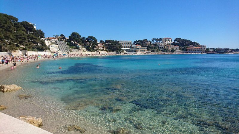 Quiet apartment with sea view, air conditioned, Ferienwohnung in Bandol