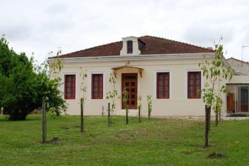 Belle Maison Ancienne Rénovée à la campagne près des plages, holiday rental in Castelnau-de-Medoc