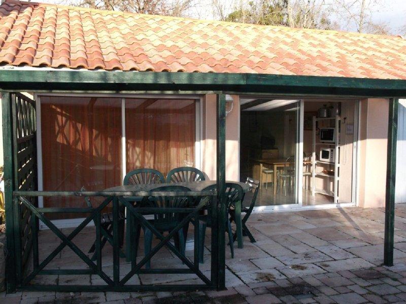 Maison avec terrasse couverte, holiday rental in Saint Andre des Eaux