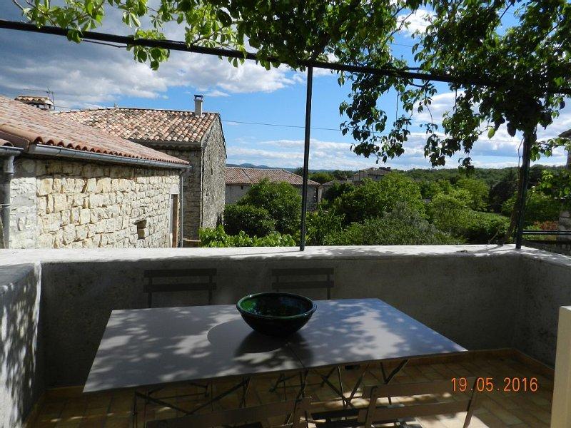 Sud Ardèche, au coeur du village de Chandolas, holiday rental in Chandolas