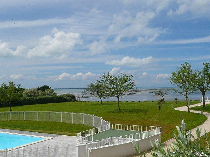 Appartement de standing accès direct à la plage piscine proche thalassothérapie, vacation rental in Chatelaillon-Plage