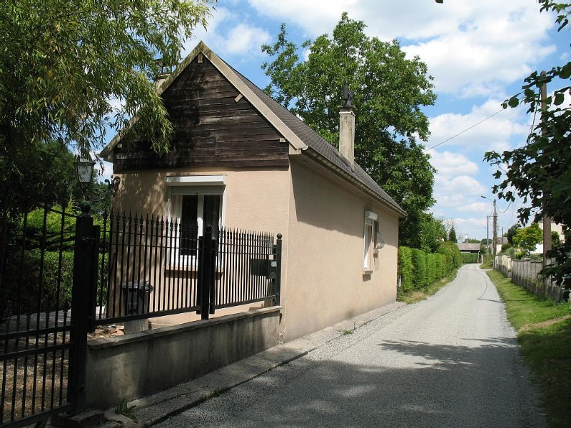 Cottage in the quiet and nature (fishing and tour souvenir 14-18), holiday rental in Villers-Bretonneux