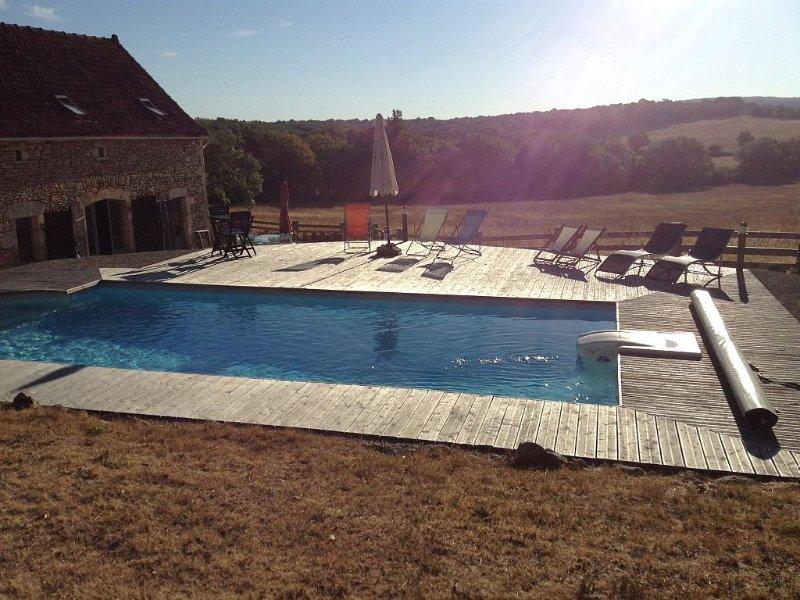 Magnifique grange rénovée, 8 pers 4 ch, piscine chauffée privée, pleine campagne, location de vacances à Reyrevignes