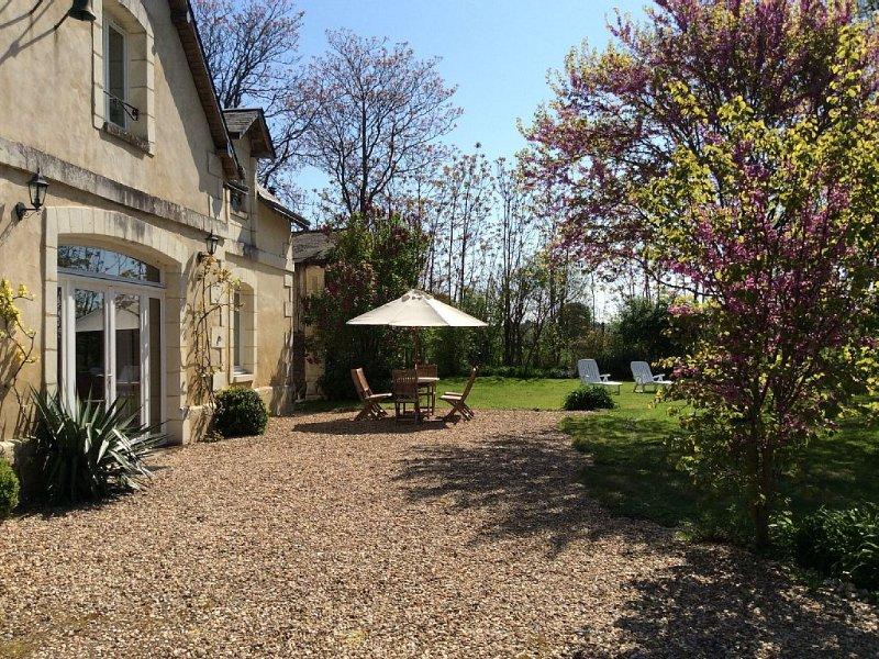 Proche Richelieu  -  bel environnement , calme ., holiday rental in Jaulnay