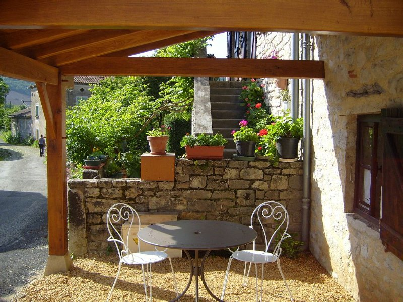 Small studio for 2 in the gorges of the Aveyron, holiday rental in Penne