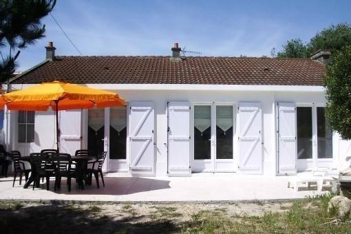 Maison 100m2 + terrasse plein sud 44 m2 -5 mn/pied de la plage - non mitoyenne !, vacation rental in Vendee