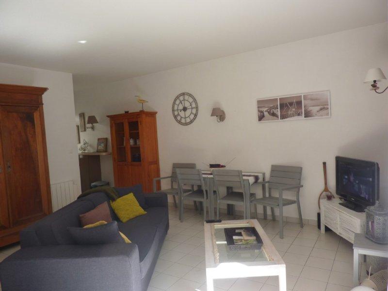 CALME ET TRES AGRÉABLE APPT T2 EN CENTRE VILLE LA ROCHELLE, vacation rental in La Rochelle