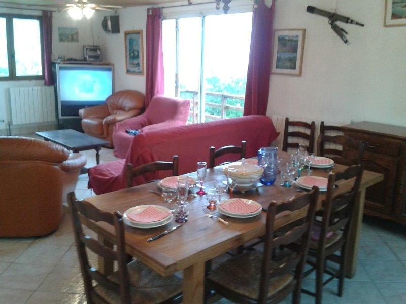 Maison/Chalet à proximité de la forêt. activités vélos, marche à pied, détente, holiday rental in Puy-Sanieres