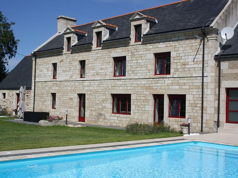 Maison de maître avec piscine couverte et chauffée - Meublée de tourisme 4*, location de vacances à Baud
