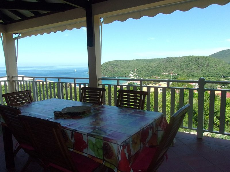 Villa situated 400m from the town with stunning views of the beach and jetty, location de vacances à Les Anses d'Arlet