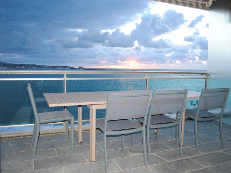 Appartement avec terrasse et vue imprenable sur la baie de St Jean de Luz, location de vacances à Saint-Jean-de-Luz