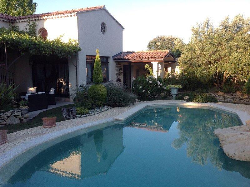 Loc maison Indépendante dans propriété avec jardin. TRESQUES(gard), location de vacances à Cavillargues