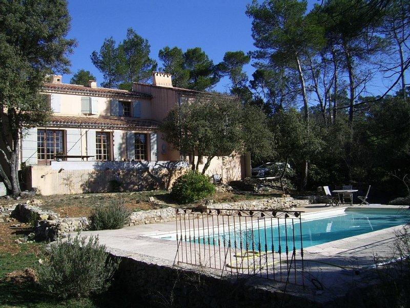 Maison Traditionnelle Avec Jardin Et Piscine, holiday rental in Tavernes