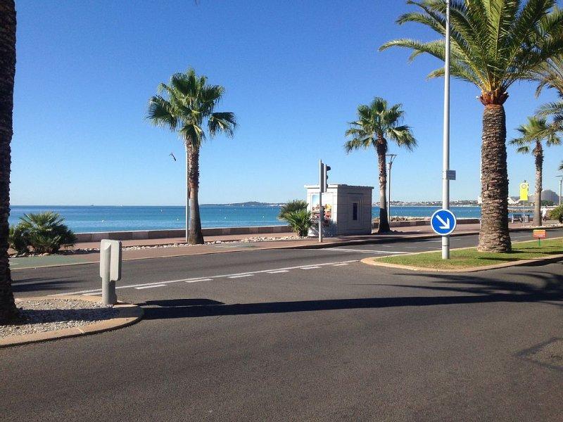 F2 GROUND FLOOR AIR CONDITIONED HOUSE SEASIDE For 4 People, alquiler de vacaciones en Cagnes-sur-Mer
