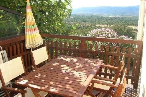 Maison T3 dans village terrasse sans vis-à-vis avec vue sur plaine montagne, vacation rental in Figari