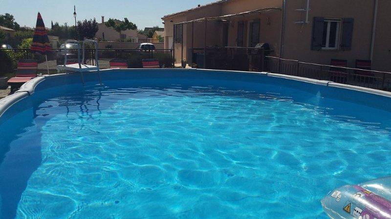 Chaleureuse villa de Provence, ensoleillée, avec piscine privée, 7 personnes., holiday rental in Le Thor