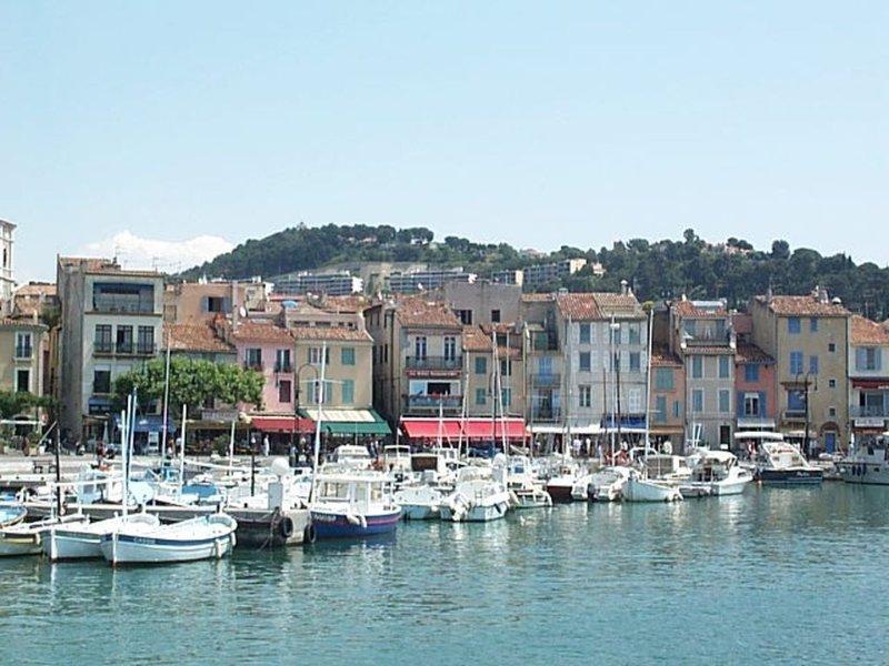 CASSIS CENTRE, PROCHE PLAGE -BEL APPARTEMENT AVEC JARDIN  2 à 4 Personnes, alquiler de vacaciones en Cassis