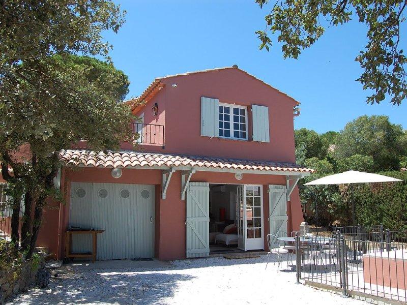 Charmante Maison provençale située à 15 min à pied centre de Ste Maxime et mer, location de vacances à Sainte-Maxime