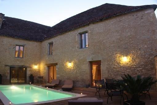 Maison de charme Piscine Chauffée, jacuzzi, sauna, location de vacances à Saint-Aubin-de-Nabirat