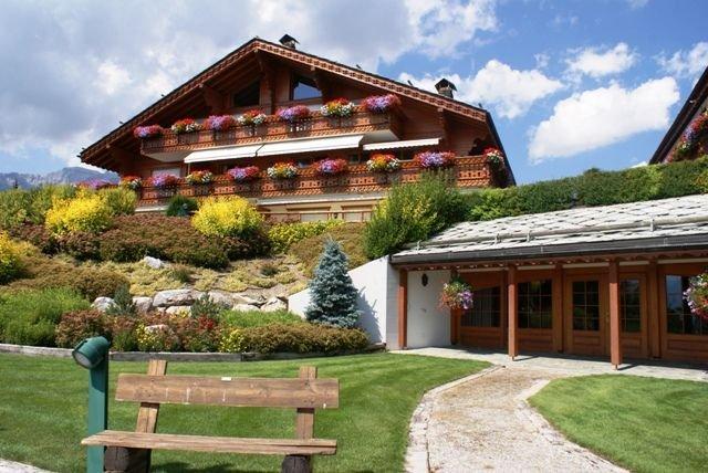 appartement de haut standing sur Golf Ballesteros et a cote des pistes, Ferienwohnung in Crans-Montana