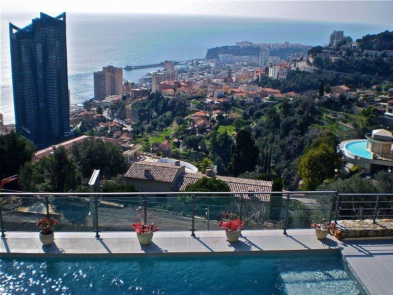 Magnifique Villa avec vue Mer et Piscine chauffée aux portes de Monaco, aluguéis de temporada em Beausoleil