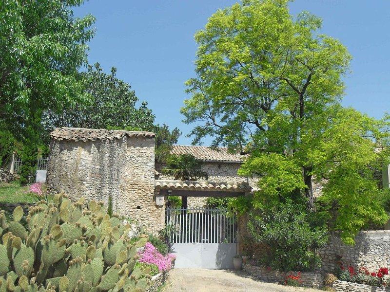 Mas Provençal du XVII siècle  près des Gorges de L'Ardèche, vacation rental in St Just d'Ardeche