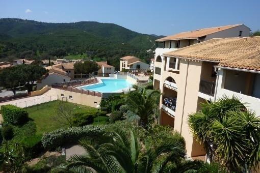 Appartement vue mer, piscines, 100m de la plage, dans résidence de standing, holiday rental in Les Issambres
