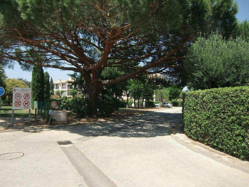 Appartement T2 cabine en rez de jardin à deux pas des plages et port, vacation rental in La Londe Les Maures