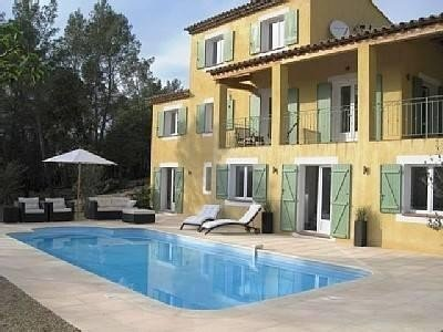 Belle villa 4 façades avec jardin et piscine au calme, location de vacances à Vidauban