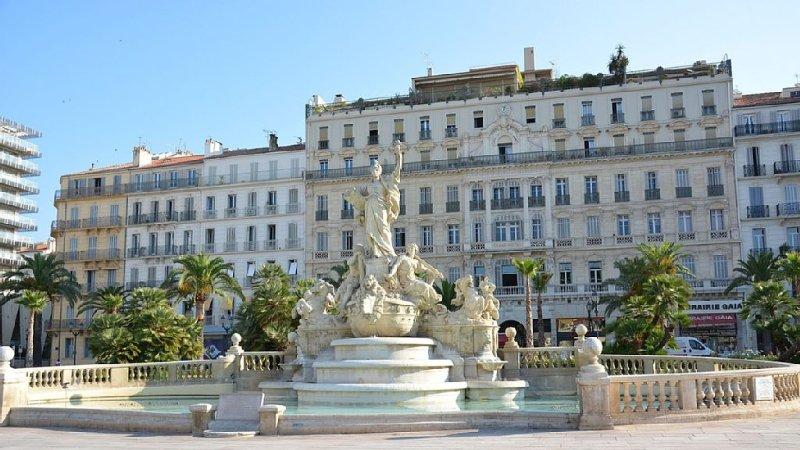 Appartement T2 Centre ville Toulon 4 personnes, aluguéis de temporada em Toulon