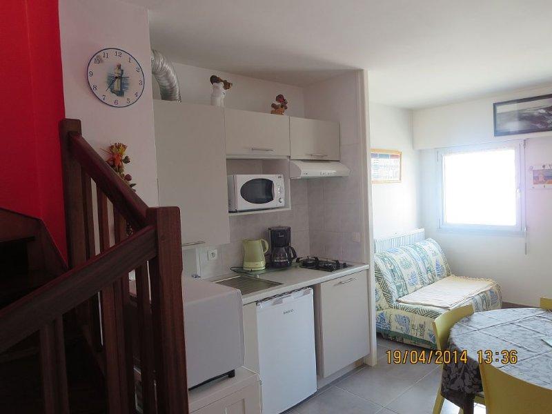 Appartement 2 chambres près plage, port, centre ville, commerces, parking privé, location de vacances à Quiberon