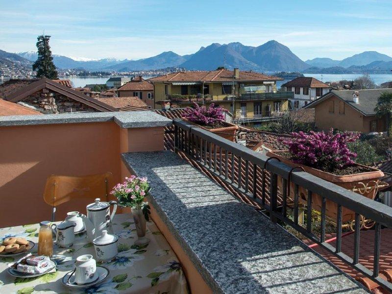 Appartement avec vue du lac et terrasse, 2 chambres et WiFi a Baveno, Lac Majeur, vacation rental in Gravellona Toce