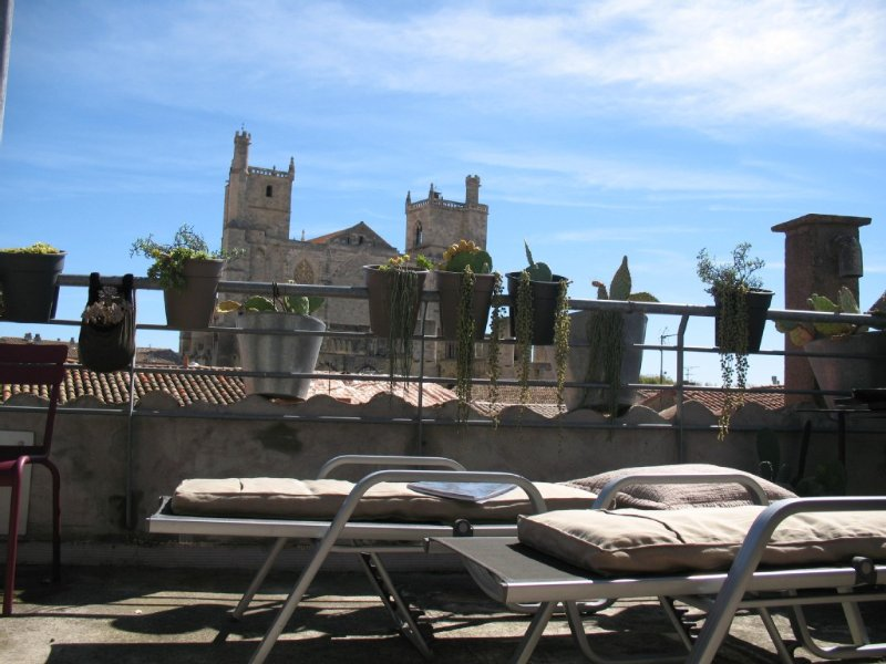 Stylish loft in the centre of Narbonne. View of the cathedral. Quality services, holiday rental in Aude