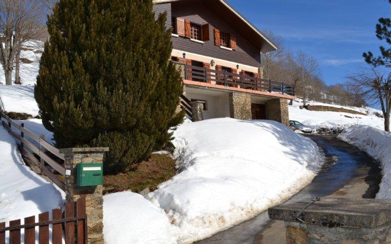 Chalet de l'ours à Poubeau 8mn de peyragudes,10mn de luchon,vue montagne, holiday rental in Bagneres-de-Luchon