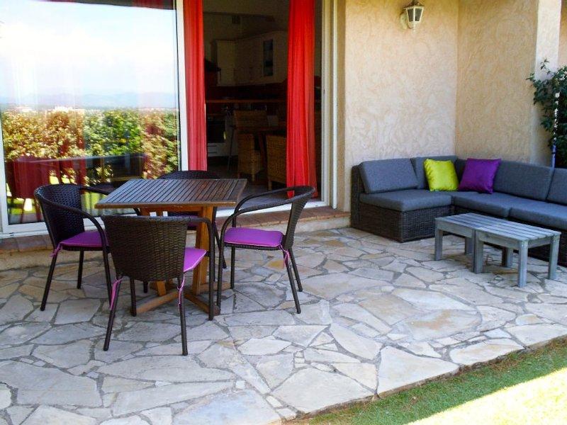 Appartement spacieux proche plage avec grande terrasse et piscine, vacation rental in Saint-Raphael