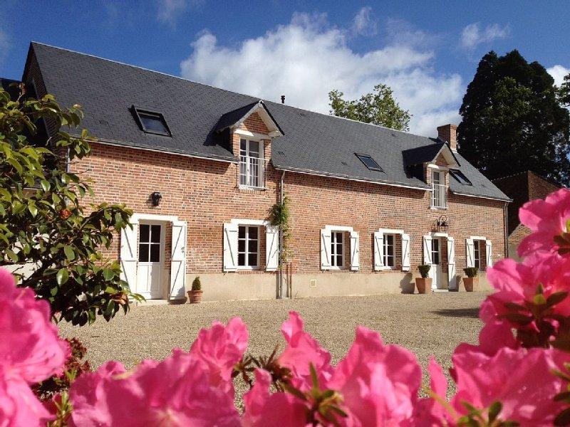 Grande et belle maison en Sologne avec Spa et piscine 14 personnes, casa vacanza a Nouan-le-Fuzelier