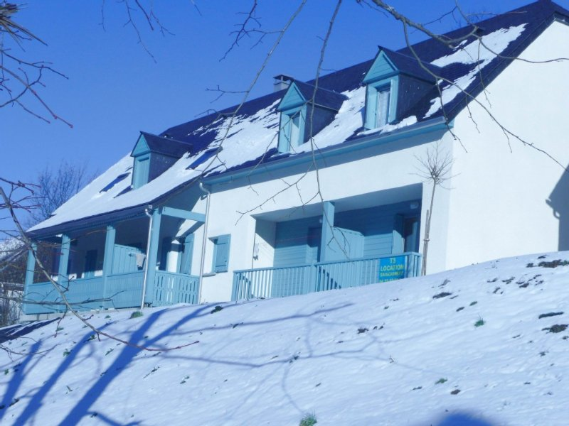 Appartement T3 lumineux 2 chambres, proche centre ville et pistes ski, vacation rental in Cauterets
