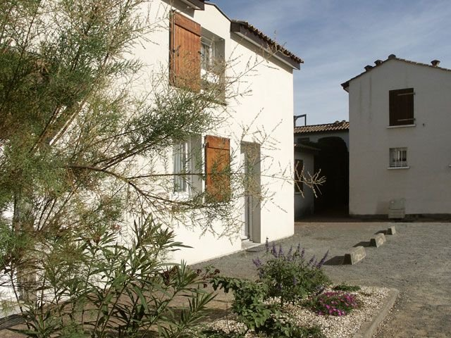 50m from the beach: 2 bedroom villa 4/5, 2 * European, internet, wifi, location de vacances à Vendée