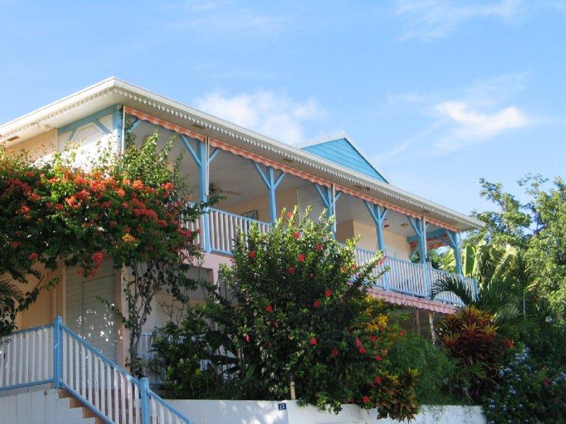 Vue panoramique exceptionnelle et proximité de la plage, aluguéis de temporada em Les Anses d'Arlet