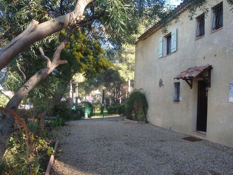 Apt T2 ISTANBUL rez de jardin villa provencale  200M plage LA SEYNE SUR MER Var, casa vacanza a La Seyne-sur-Mer