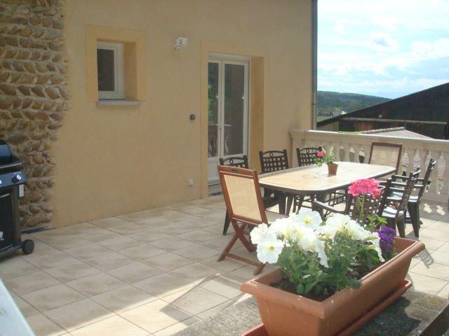 GîTE SPACIEUX,TOUT CONFORT, AU CALME, AU COEUR DES COLLINES, holiday rental in Charmes-sur-l'Herbasse